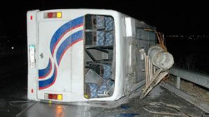 Otobüsle otomobil çarpıştı; 3 kişi öldü