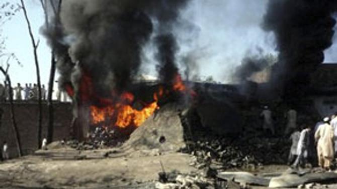 Pakistan'da bombalı saldırı: 40 ölü