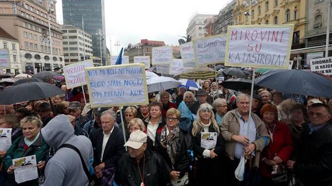 Hırvatistan'da binlerce emekliden protesto
