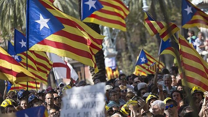 AB'den Katalonya'ya: İspanya Anayasası'na saygı gösterin