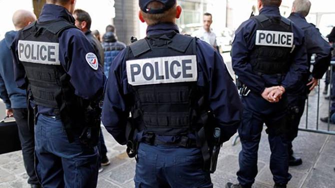 Fransa'da araç öğrencilere çarptı: 3 yaralı