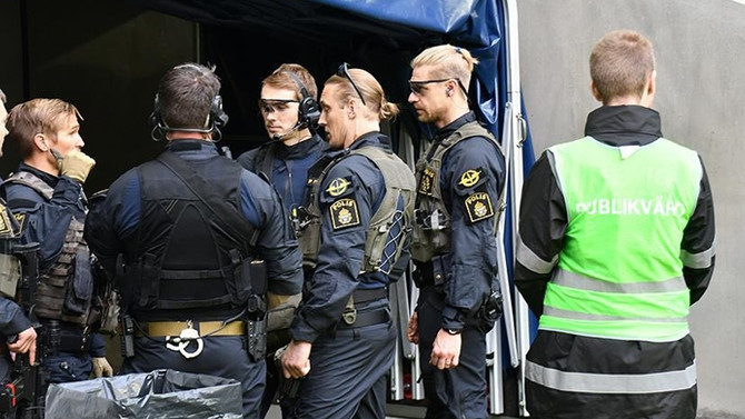 İsveç'te izinsiz gösteriye polis müdahalesi: 16 gözaltı
