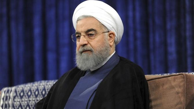 İran Cumhurbaşkanı'ndan deprem bölgesine ziyaret