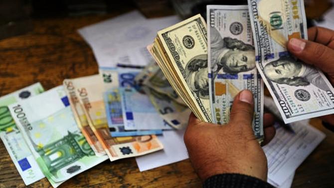 Dolar serbest piyasada 3,8920'den açıldı