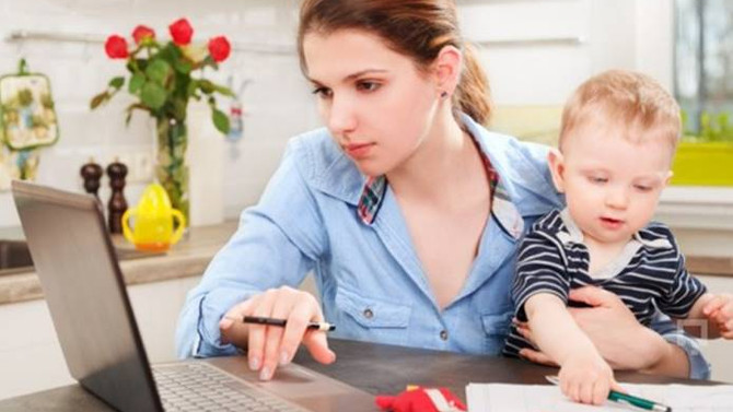 Çalışan anne iki kere çalışır