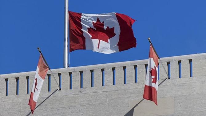 Kanada'da mahkeme, peçe yasağını askıya aldı
