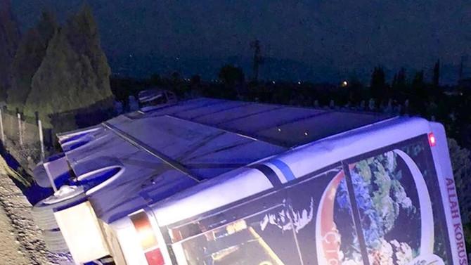 İzmir'de minibüs devrildi: 11 yaralı