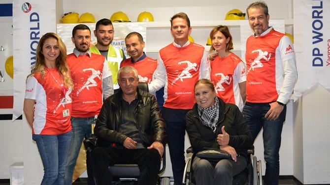 DP World'ün gönüllü koşucularından felçlilere akülü sandalye