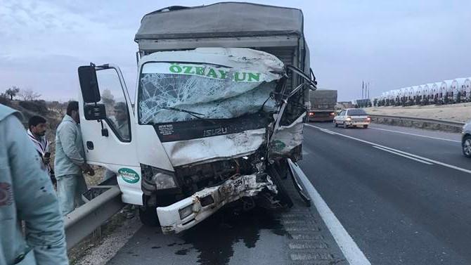 Kamyon ve minibüs çarpıştı: 5 ölü, 3 yaralı