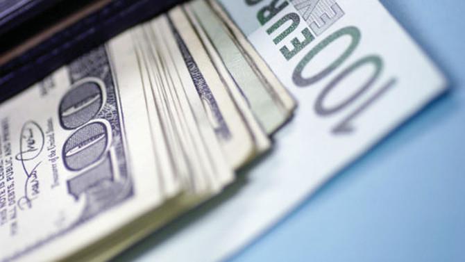 Dolar serbest piyasada 3,69'dan açıldı