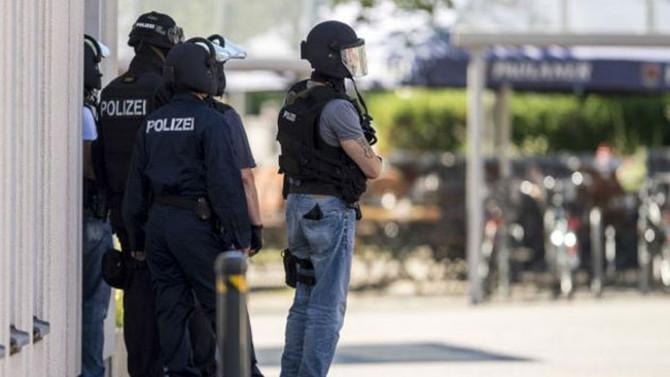 Almanya'da DİTİB görevlilerinin evine baskın