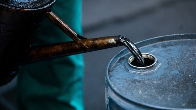 Brent petrol 52 dolardan işlem görüyor
