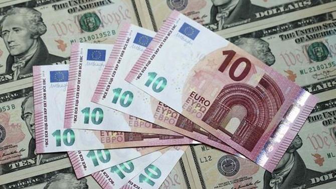 Dolar serbest piyasada 3,61'den açıldı