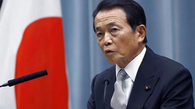 Japon Bakan: Helikopterden para dağıtmayacağız