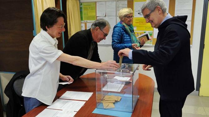 Fransa'da seçime katılım düşük seyrediyor