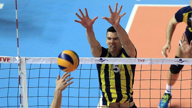 Fenerbahçe iki oyuncuyla sözleşme uzattı