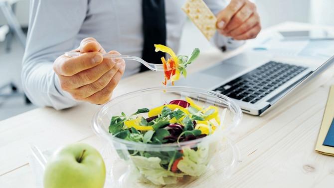 Öğle yemeği molası 20 yılda 5'te bir kısaldı