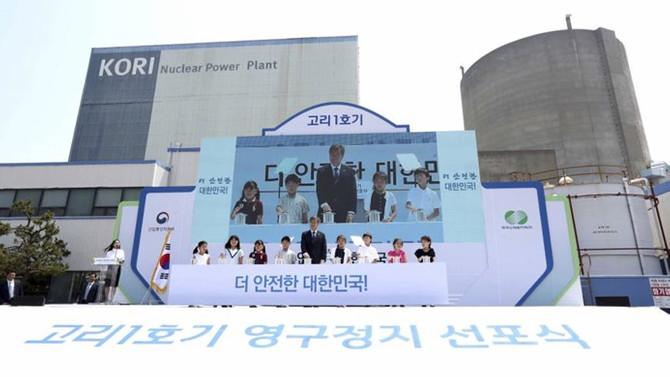 Güney Kore nükleerden vazgeçiyor