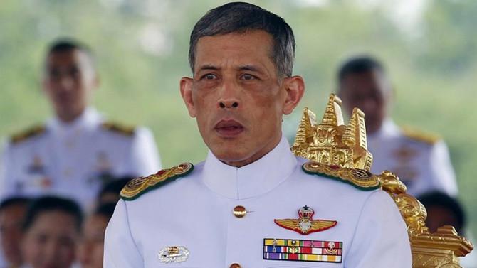 Tayland Kralı'na plastik mermi atıldı