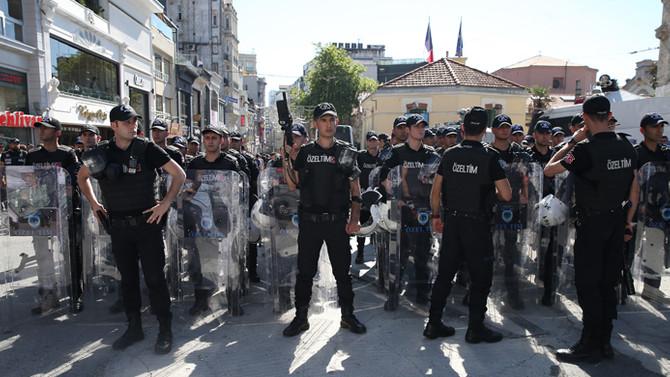 Taksim'de 44 gözaltı