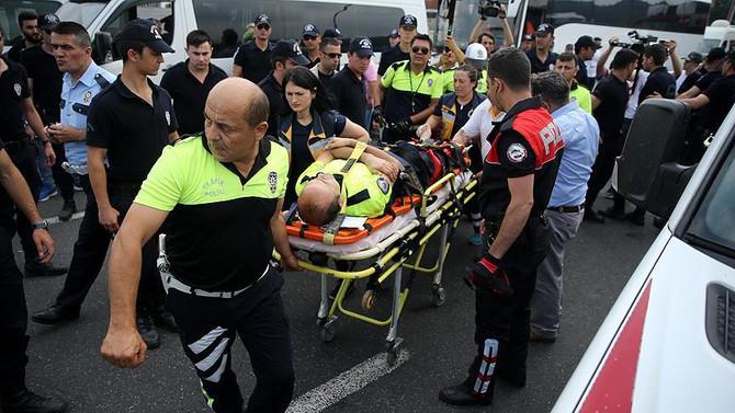 CHP kortejindeki polise motosiklet çarptı
