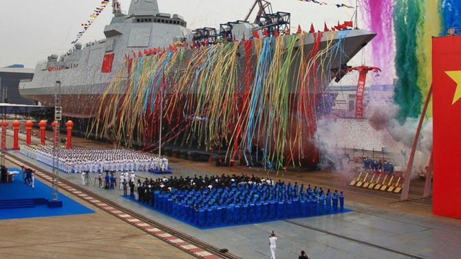 Çin'in yeni nesil destroyeri suya indirildi
