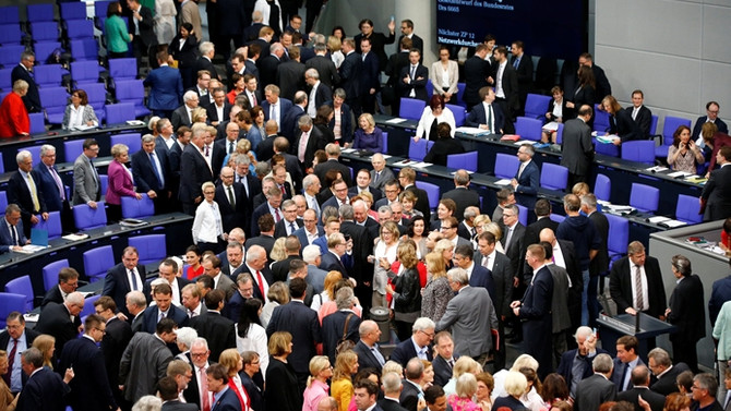Eşcinsel evlilik Alman parlamentosundan geçti