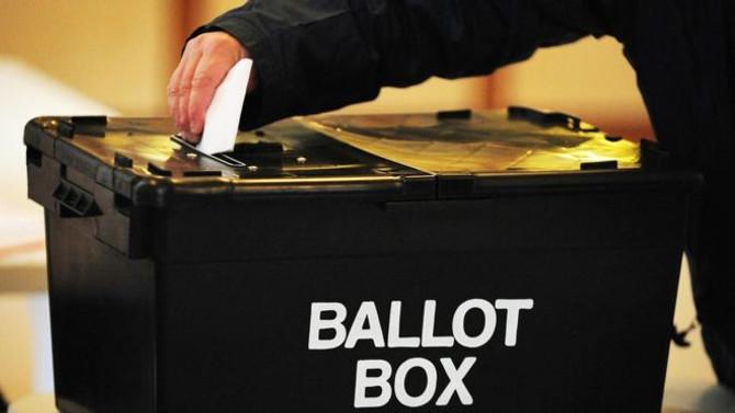 Birleşik Krallık'ta halk erken seçim için sandık başında