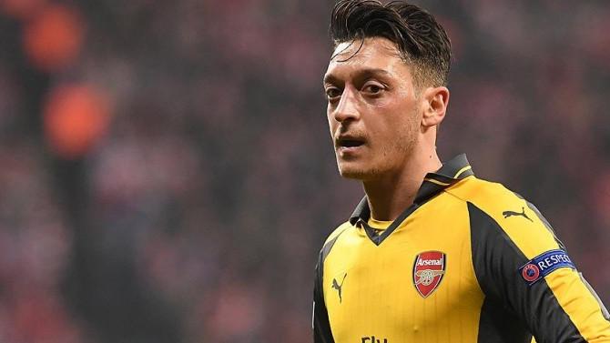 Arsenal'de kalmak istiyor