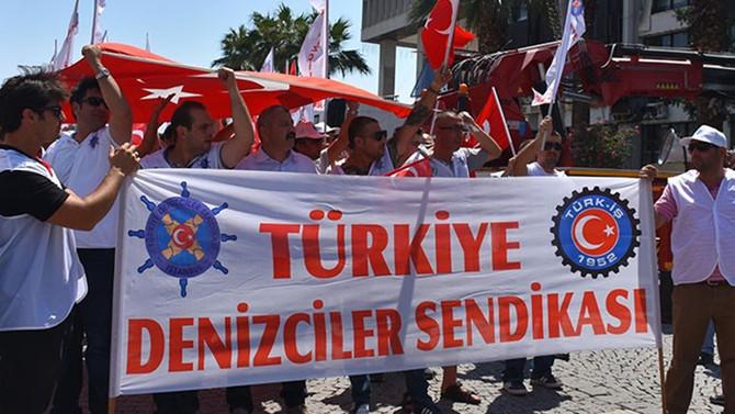 Grevdeki işçiler eylem yaptı