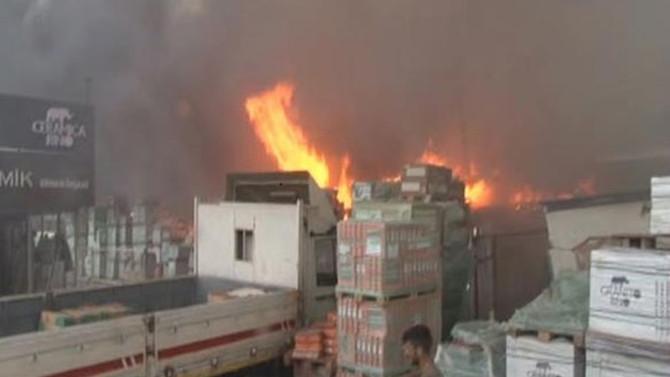 İstanbul'da yapı markette yangın