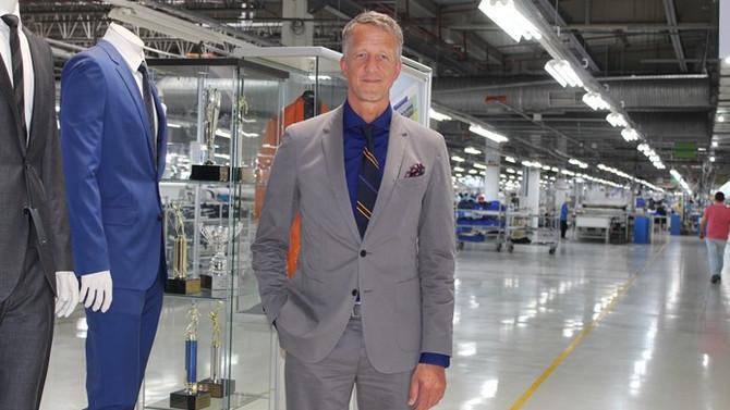 Hugo Boss, İzmir'deki tesislerini 'Takım Elbise Makinesi'ne dönüştürecek