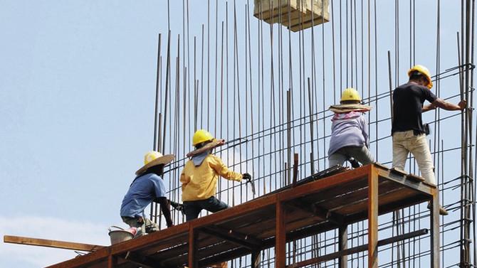 Demir-çelik fiyatları durdurulamıyor, müteahhitler 'paydos'a hazırlanıyor