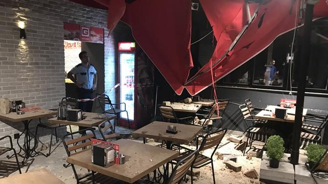 Beşiktaş'ta tarihi binanın duvarı çöktü