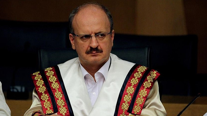 İKÇÜ Rektörü Akhan istifa etti