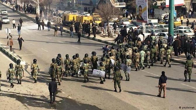 İran'da protestoculara tepki yürüyüşü