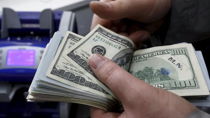 Dolar sakin, borsa satıcılı