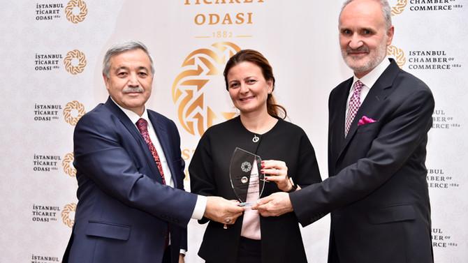 İTO, Ebru Şapoğlu'na plaket verdi