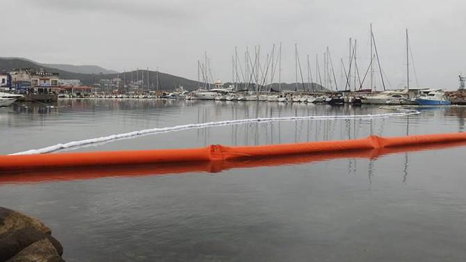 Urla'da denize mazot sızdı liman kapatıldı