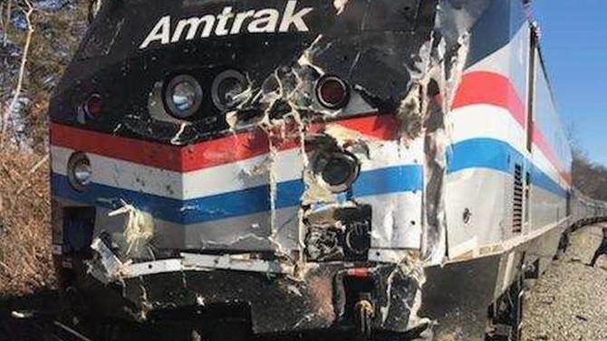 ABD'de senatörleri taşıyan tren kaza yaptı: 1 ölü