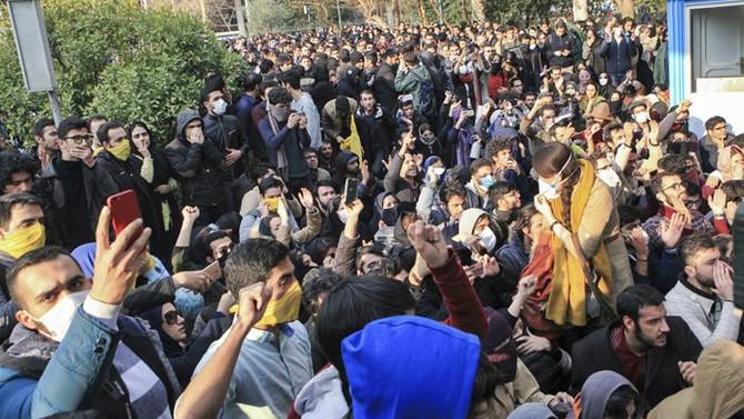 İran Devrim Muhafızları: Hükümet karşıtları yenilgiye uğradı