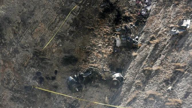 İran'da düşen uçaktaki cenazeler dağdan indirildi