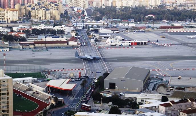 Dünyanın en korkunç havaalanı pistleri