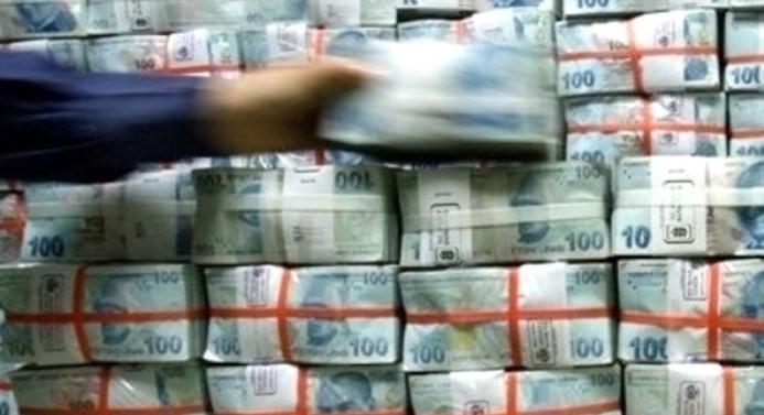 Hazine borçlanmaya yüklendi, sürpriz piyasayı endişelendirdi
