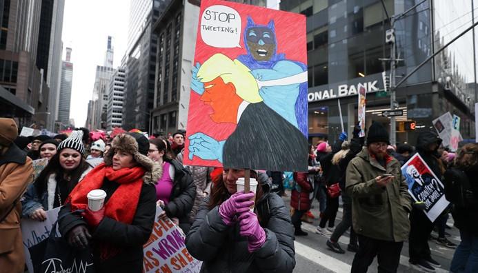 ABD'de on binler Kadınlar Yürüyüşü'nde buluştu