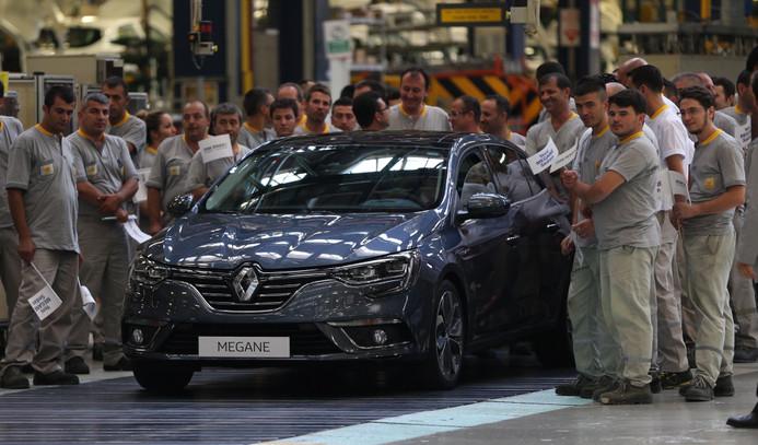 Renault'nun yeni Megane Sedan'ı banttan indi, seri üretim başladı