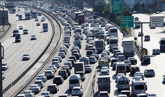 Bayram trafiği yer yer sürüyor