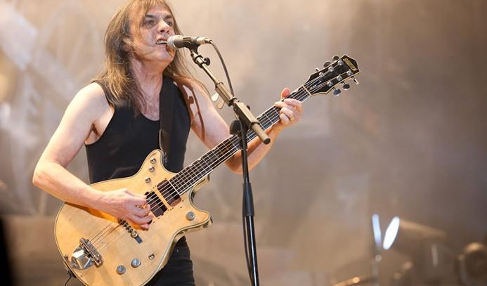 Ünlü grubun gitaristi öldü