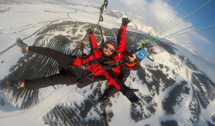 Ejder 3200'de hem kayak hem yamaç paraşütü heyecanı