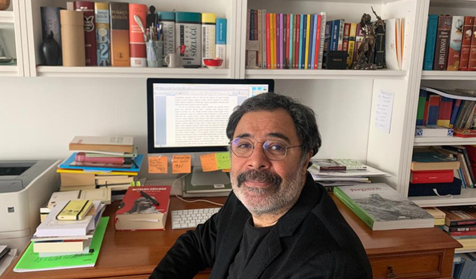 Ahmet Ümit'in masasında neler var?